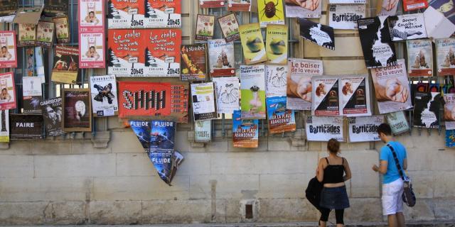 Mur D Affiches Festival Hocquel Alain Vaucluse Provence