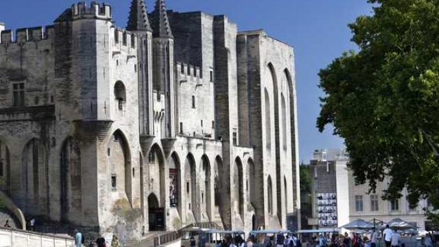 Palais Des Papes Credit Cabanel 1