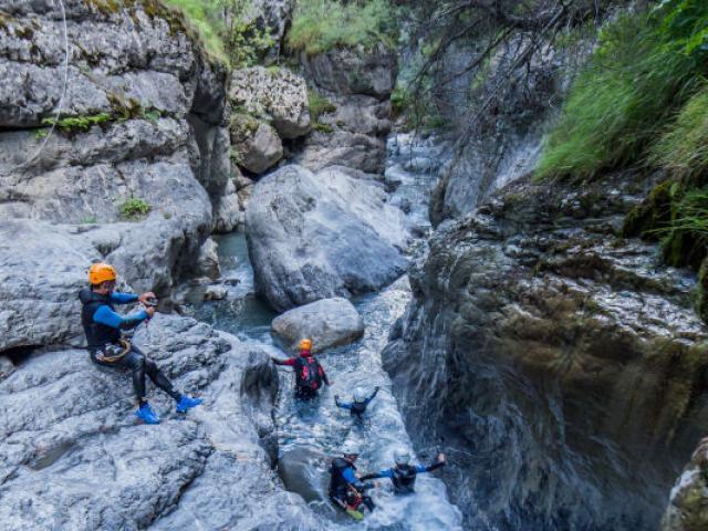 Canyoning Fournel Groupe Activite Alpes Jannovakphotography Resize 1