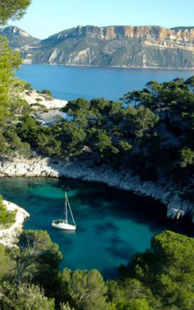 cassis-provence-calanques-pchanin.jpg