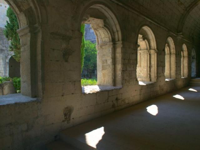 cloitre-abbaye-silvacane.jpg