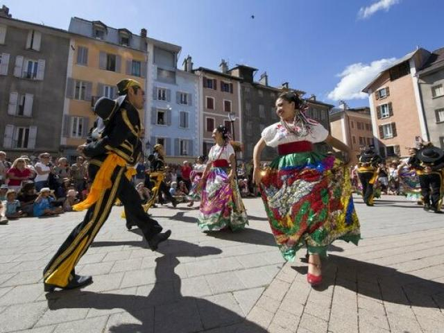 Fetes Latino Mexicaines Barcelonnette Alpes Droits Reserves