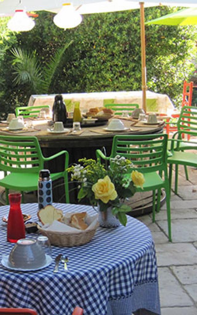 hebergement-insolite-provence-toitsdugaou-2.jpg