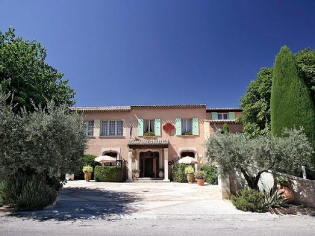 Hotel Labonneetape Chateauarnoux Provence
