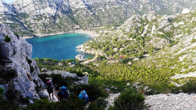 ecotourisme-calanques-sormiou-paca-adallaporta.jpg