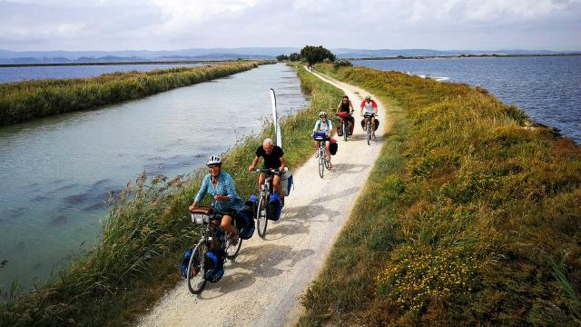 itineraire-mediterranee-a-velo-ayrolle-cbenisty-les-poulets-bicyclettes-vlp-1.jpg