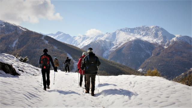 Randonnée nature dans le Queyras enneigé dans les Alpes