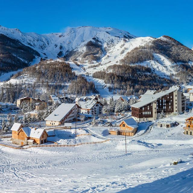 Station d'Auron en hiver dans les Alpes du Sud
