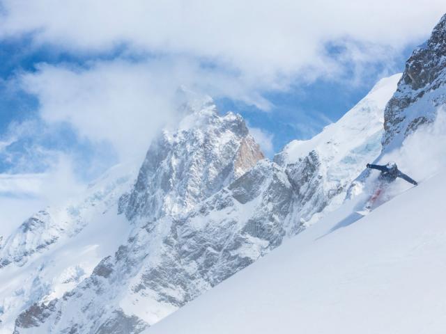 Descente de ski dans la station La Grave La Meije dans les Alpes du Sud