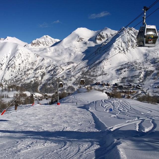 Station Isola 2000 en hiver dans les Alpes du Sud