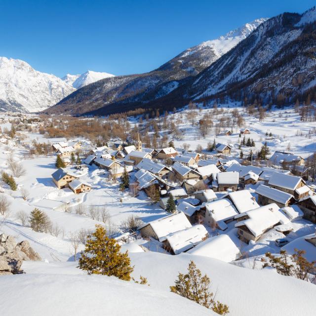 Vallée de la Clarée Briançonnais en hiver à Névache