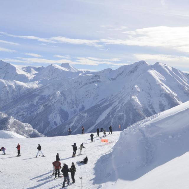 Station le Sauze dans les Alpes en hiver