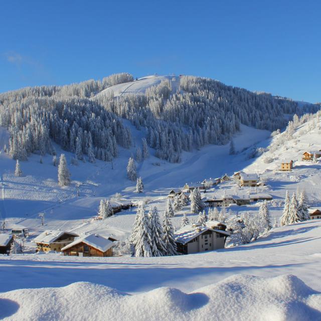 Valberg en hiver sous la neige dans les Alpes
