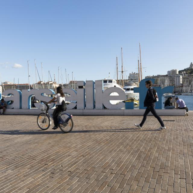 vélo urbain sur le port de Marseille