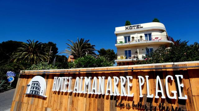HOTEL ALMANARRE PLAGE  NATHALIE ET PIERRE GILLES ARTAYET