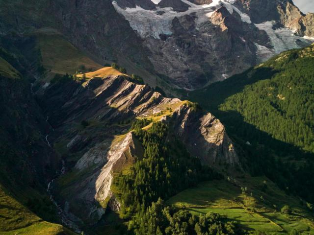 the-mountain-of-la-meije-valentin-pacaut-the-explorers-2.jpg