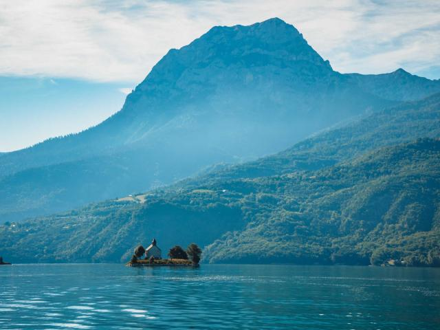 Peche Ecodestination Serre Poncon Lake And Morgon Massif Valentin Pacaut The Explorers