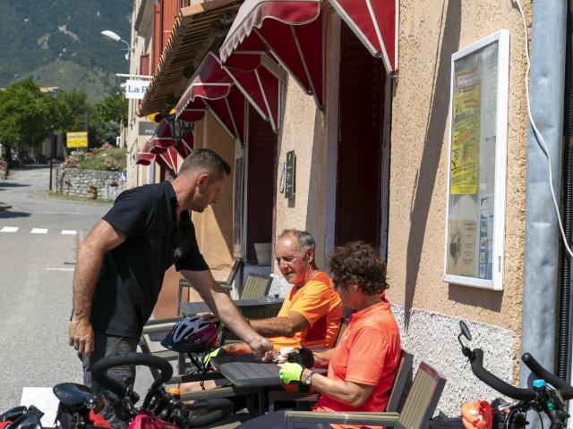 Bistrot De Pays Des Omergues Et Cyclotouristes Ad04 Thibaut Vergoz