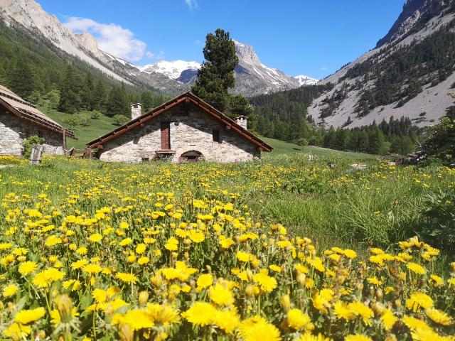 Vallée étroite dans la vallée de la Clarée, Hautes-Alpes