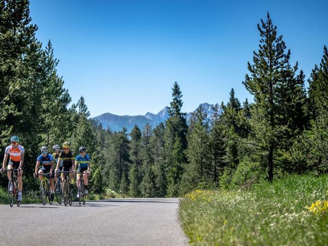 Groupe De Cycliste Au Col De L'echelle Fabregue.r