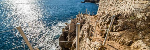 Sentier du littoral vers le Cap d'Antibes à Antibes Juan-les-Pins
