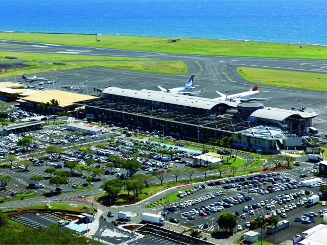 Aeroport33 Saint Denis Credit Irt Serge Gelabert Dts 12 2018.jpg