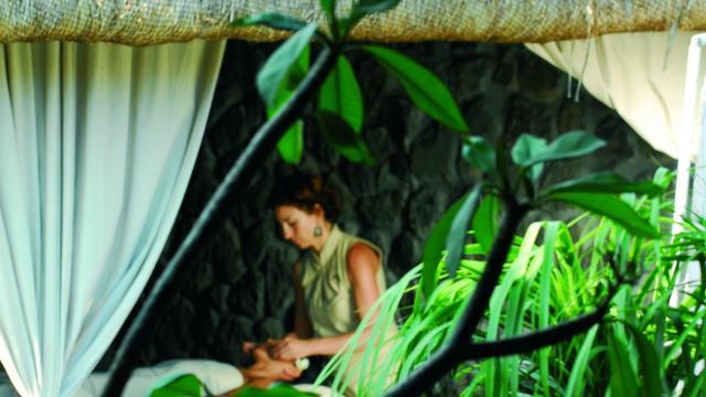 bien_etre_spa_hotel03_massage_zen_hotel_-_credit_irt_-_remy_ravon_dts_07_2015.jpg