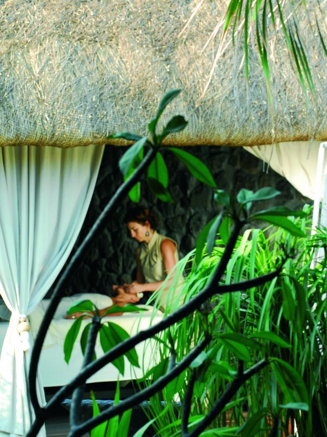 Bien Etre Spa Hotel03 Massage Zen Hotel Credit Irt Remy Ravon Dts 07 2015.jpg