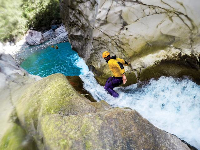 canyoning17_trou_blanc_-_credit_irt_-_la_vie_en_mauve_dts_05_2027.jpg