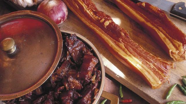 gastronomie_plats09_rougail_boucane_-_credit_irt_-_serge_gelabert_dts_12_2014.jpg