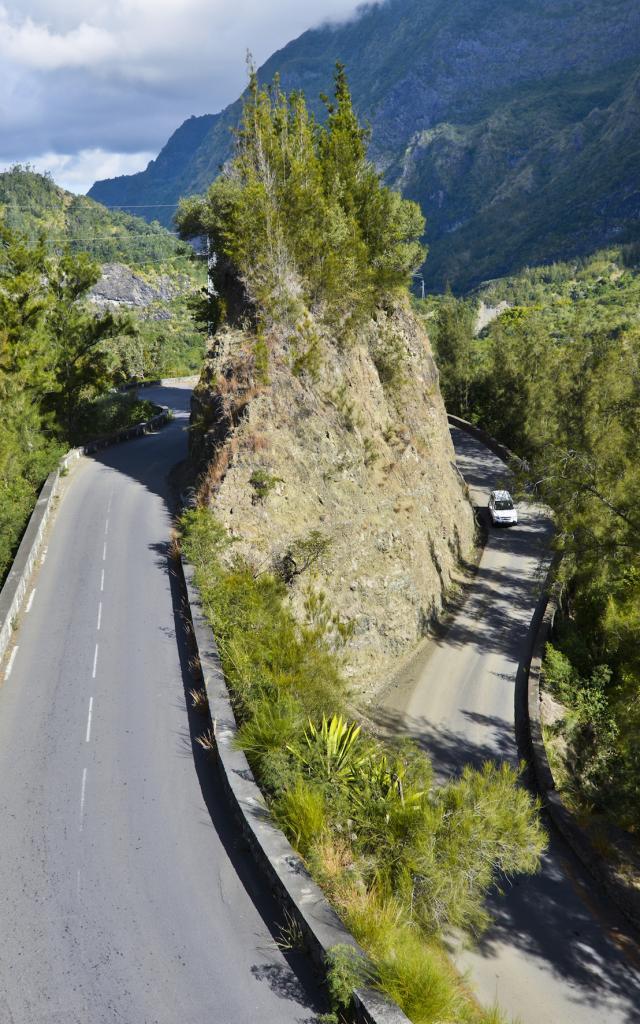 montagne_cilaos13_route_aux_400_virages_-_credit_irt_-_serge_gelabert_dts_12_2017.jpg