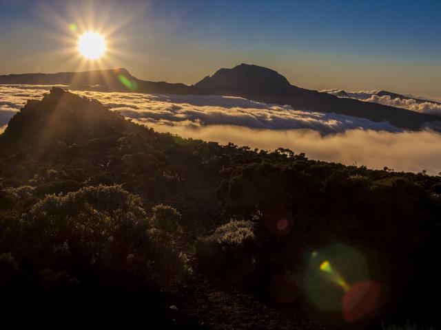 montagne_piton_des_neiges12_et_grand_benard_depuis_le_cratere_commerson_-_credit_irt_-_yabalex_dts_07_2017.jpg
