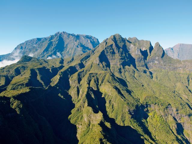 montagne_vue_du_ciel03_cirques_pitons_remparts_-_credit_irt_-_serge_gelabert_dts_12_2014.jpg