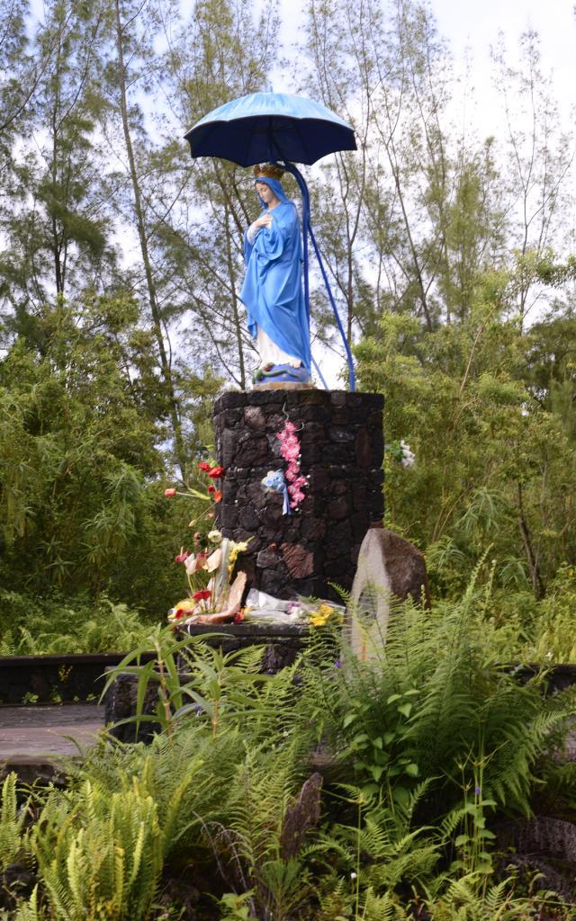 religioncatholique28viergeparasol-creditirt-sergegelabertdts122016.jpg