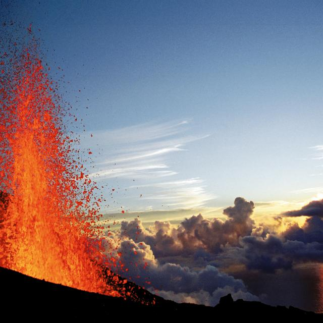 volcan piton fournaise en eruption.jpg