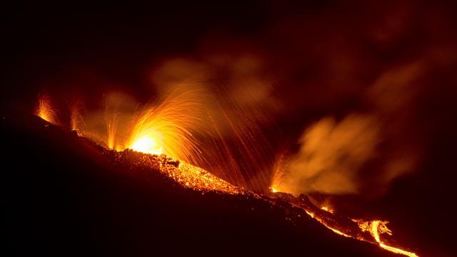 volcan104eruptionpitondelafournaise042015-creditirt-lucperrotdts022017.jpg