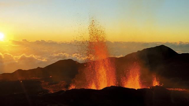 Volcan10 Eruption Credit Irt Serge Gelabert Dts 12 2017.jpg