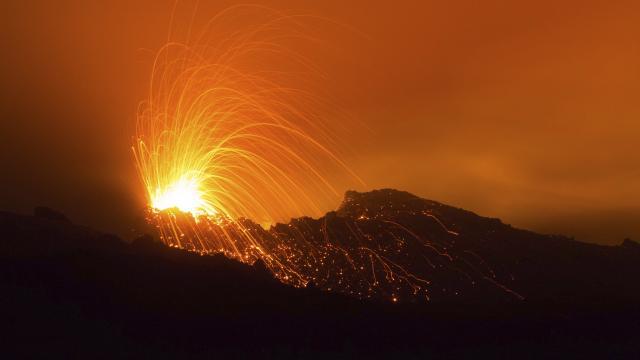 volcan113_eruption_piton_de_la_fournaise_02_2015_-_credit_irt_-_lionel_ghighi_dts_02_2018.jpg