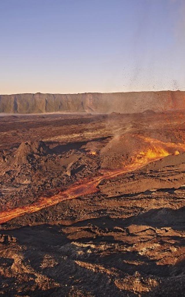 volcan150_eruption_05_2015_irt_studio_lumiere_05_2019.jpg