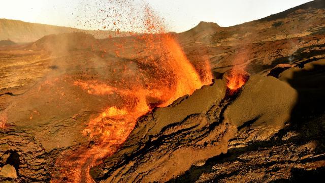 volcan180_eruption_piton_de_la_fournaise_05_2015_-_credit_irt_-_serge_gelabert_dts_12_2015.jpg