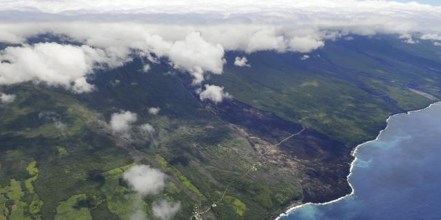 volcan18_route_des_laves_grand_brule_-_credit_irt_-_serge_gelabert_dts_12_2015.jpg