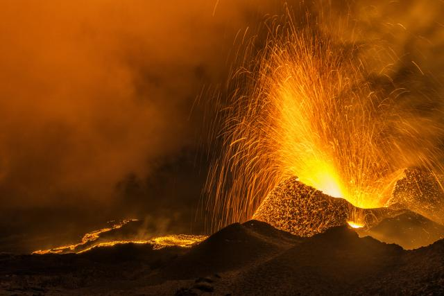 volcan194_eruption_piton_de_la_fournaise_05_2015_-_credit_irt_-_luc_perrot_dts_06_2017.jpg