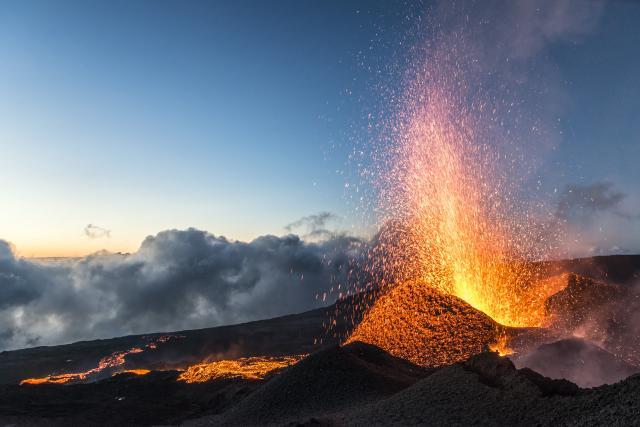 volcan198eruptionpitondelafournaise052015-creditirt-lucperrotdts062017.jpg