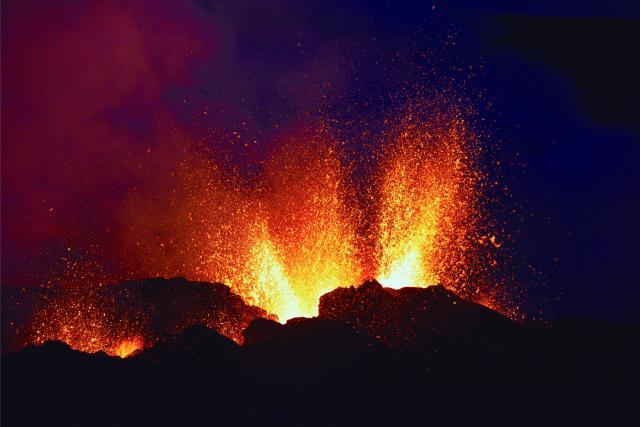 Volcan228 Eruption Piton De La Fournaise Credit Irt Serge Gelabert Dts 12 2018.jpg