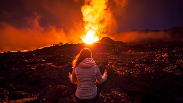 volcan260_eruption_piton_de_la_fournaise_septembre_2016_zen_femme_irt_frog974_12_2019.jpg