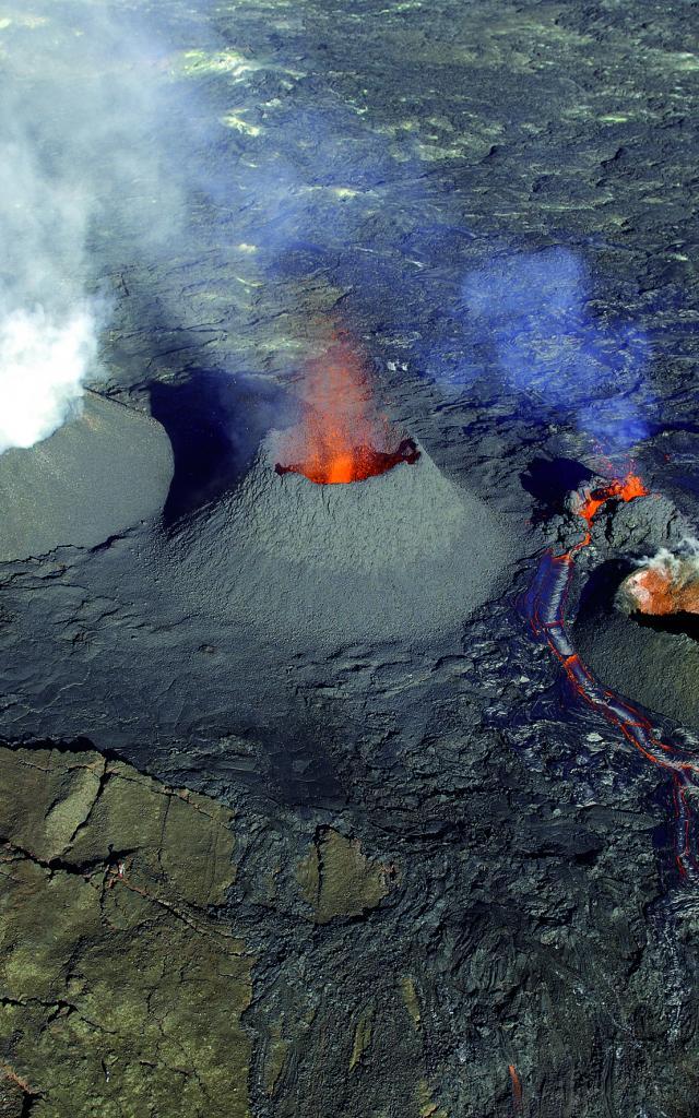 volcan53_piton_de_la_fournaise_eruption_aout_2006_-_credit_irt_-_serge_gelabert_dts_12_2015.jpg