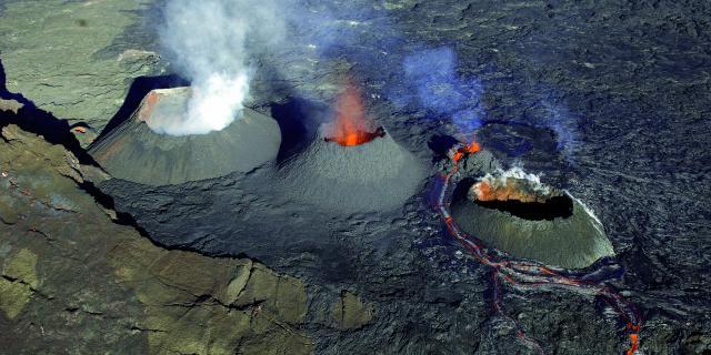 volcan53_piton_de_la_fournaise_eruption_aout_2006_-_credit_irt_-_serge_gelabert_dts_12_2016.jpg
