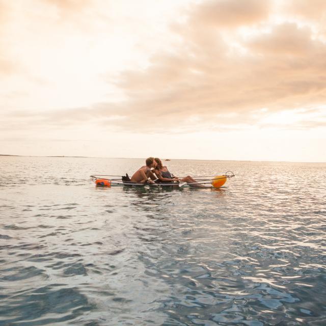 kayak-transparent-iledelareunion-amoureux-au-coucher-du-soleil.jpg