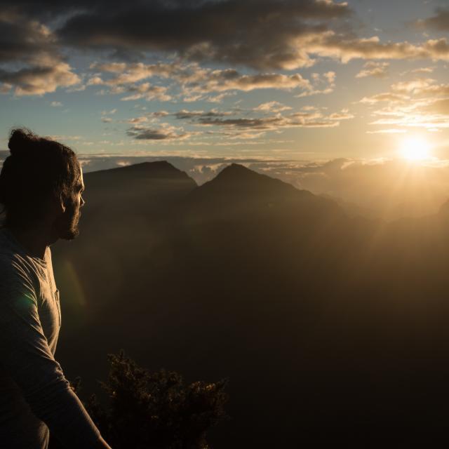Paysages à la RéunionMaido Lever De Soleil Contemplation2