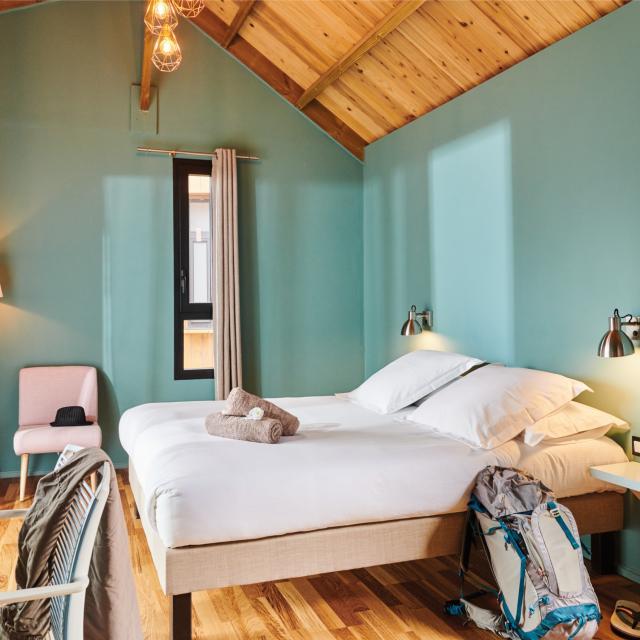 chambre-d-hotes343-bois-de-couleur-credit-irt-droits-reserves-studio-lumiere-dts-12-2023.jpg